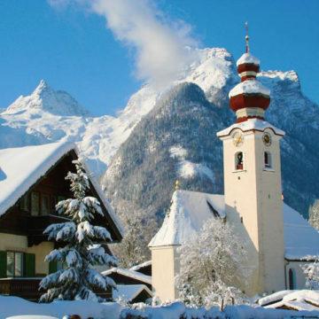 kirche lofer in winter